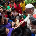 16 janvier 2015 : Le pape François accompagné du card. Luis Antonio TAGLE, archevêque de Manille, visite l'un des centres de la fondation ANAK-Un pont pour les enfants, qui vient en aide aux enfants des rues. Manille,Philippines. DIFFUSION PRESSE UNIQUEMENT.  EDITORIAL USE ONLY. NOT FOR SALE FOR MARKETING OR ADVERTISING January 16, 2015: Pope Francis fand the Cardinal Luis Antonio TAGLE  during a visit at ANAK-Tnk foundation during his pastoral visit in Manila, Philippines.