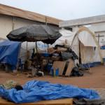 29 avril 2011: Camp de la Mission catholique Duékoué accueillant 30 000 réfugiés Guérés pro-Gbagbo à Duékoué dans l'ouest de la Côte d'Ivoire, Afrique de l'Ouest.  April 29th, 2011: Camp of the catholic Mission of Duékoué welcoming 30 000 refugees Guérés pro-Gbagbo, Duékoué in the West of Ivory Coast, western Africa.