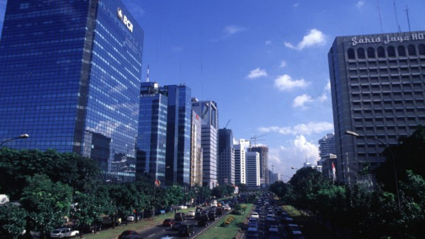 INDONESIE : DJAKARTA - CENTRE VILLE: GRANDES AVENUES, TRAFIC, POLLUTION, ETC...