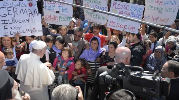 Le pape François visite les réfugiés à Lesbos