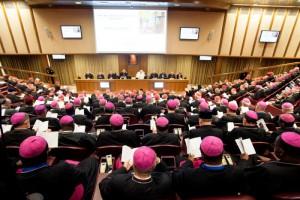 Evêques réunis en synode avec François
