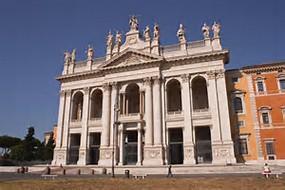 Basilique St Jean de Latran, cathédrale du diocèse de Rome, dont l'évêque est plus connu sous son nom de pape