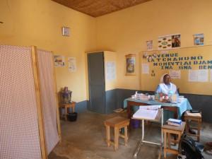 Religieuse responsable d'un dispensaire à Guékédou (diocèse de Kankan)