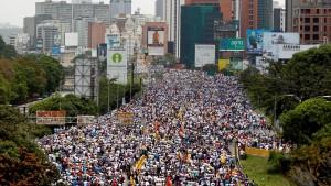Réalité vénézuélienne : manifestations monstres