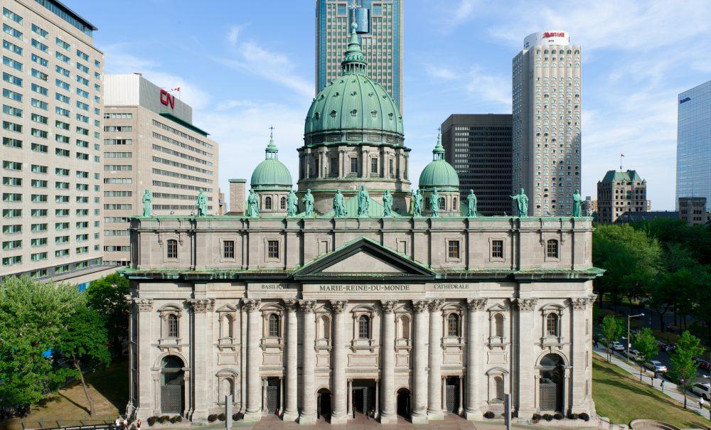 Le tournant missionnaire des communautés chrétiennes. Cathédrale Marie Reine du Monde à Montréal, au Québec.