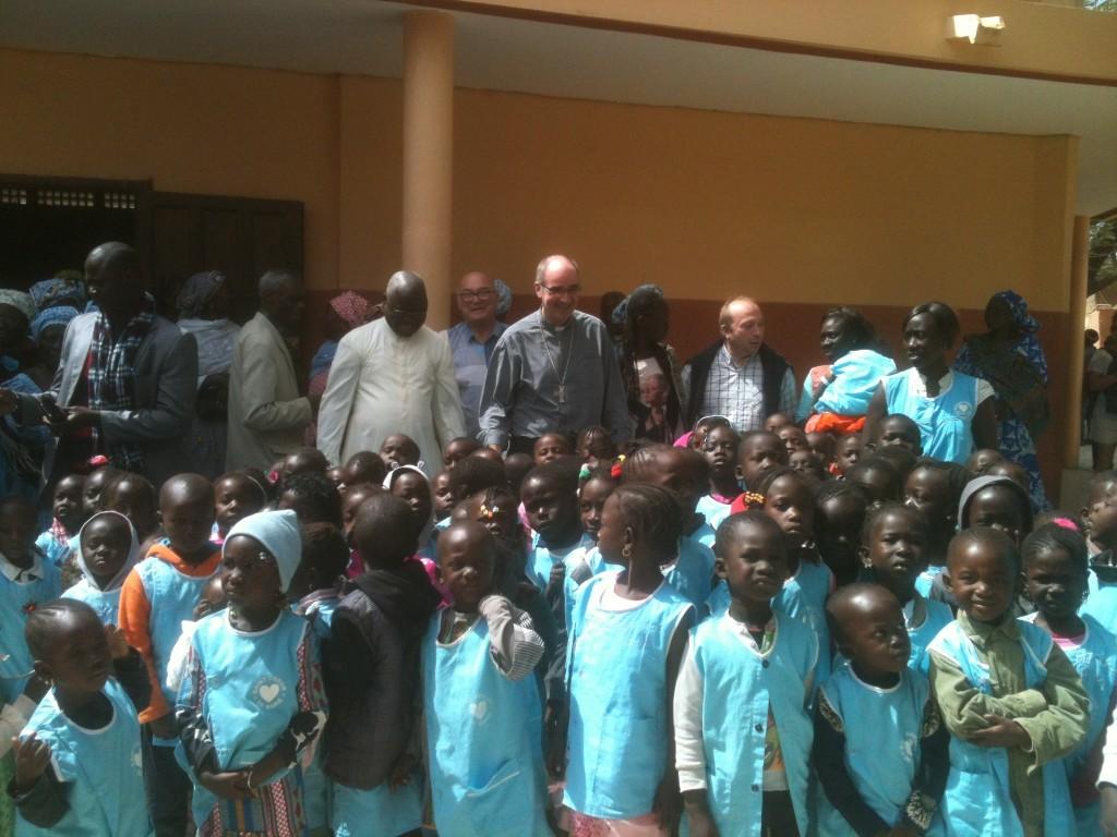 Jumelage Moulins-Dakar - Avec les enfants du pré-scolaire de la paroisse Saint François-Xavier sur l'île de Fadiouth-Sénégal