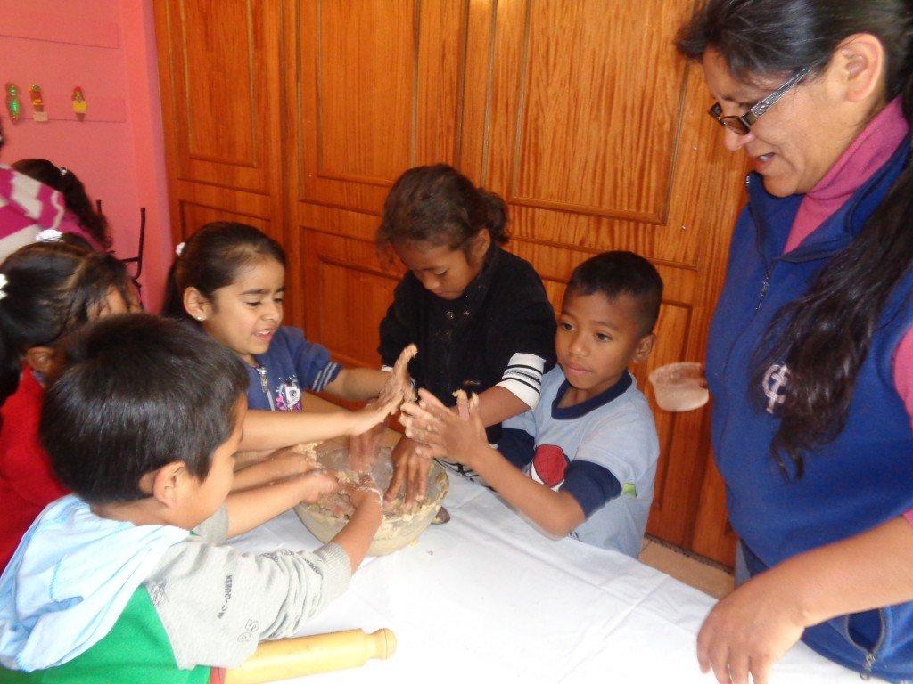Equateur : Pour que tous aient la vie : Atelier de cuisine avec les enfants