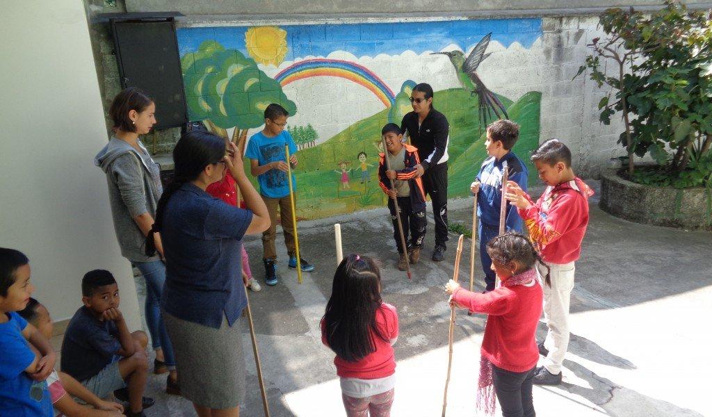 Equateur : Pour que tous aient la vie. Jeu avec les enfants