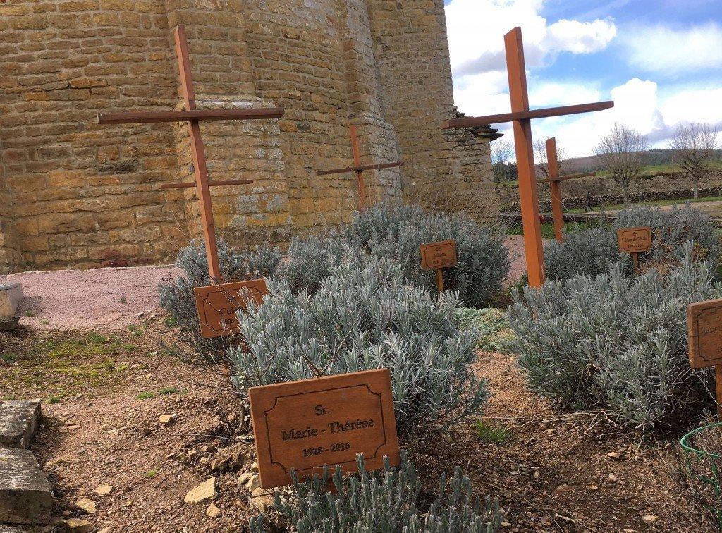 Tombes des religieuses au cimetière communal 2