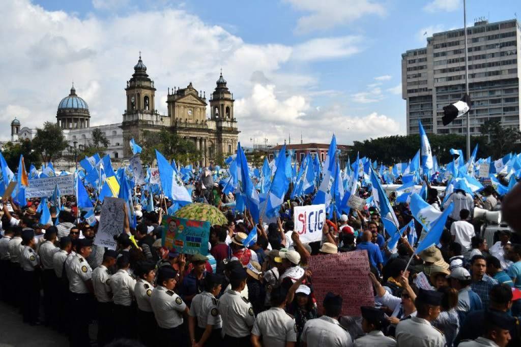 Guatemala : les évêques pour l'apaisement des tensions . Manifestations au Guatemala.
