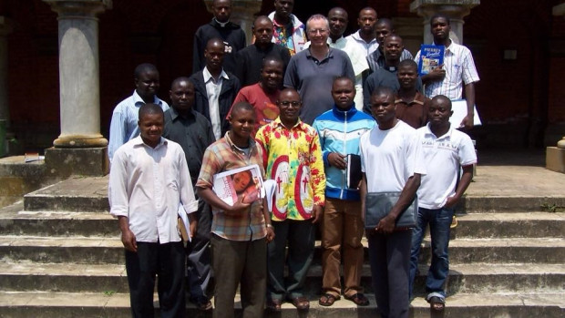 Emmanuel Pic entouré de séminaristes africains