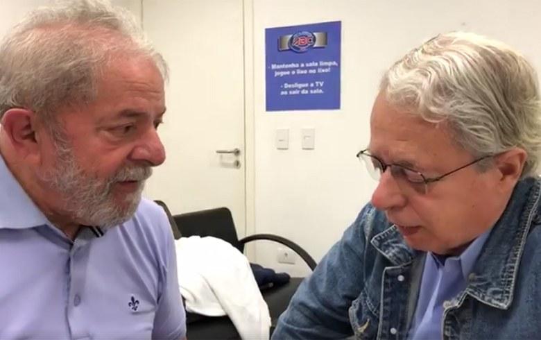 Vague populiste en Amérique latine : interview de Frei Betto. Frei Betto en visite à Lula dans la prison de Curitiba.