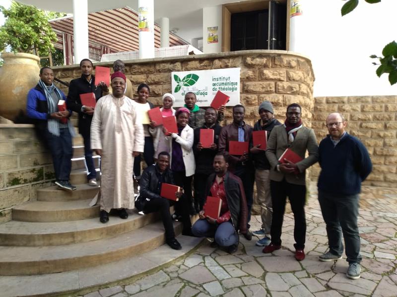 Institut Al Mowafaqa. Le directeur de l'Institut, Jean Koulagna, entouré des étudiants de Licence 2