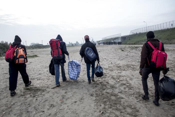 Union européenne : les migrants, un enjeu majeur ! Évacuation de la jungle de Calais. France, 2016.