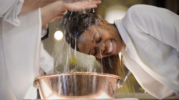 Baptêmes , lors de la Vigile pascale, à Paris
