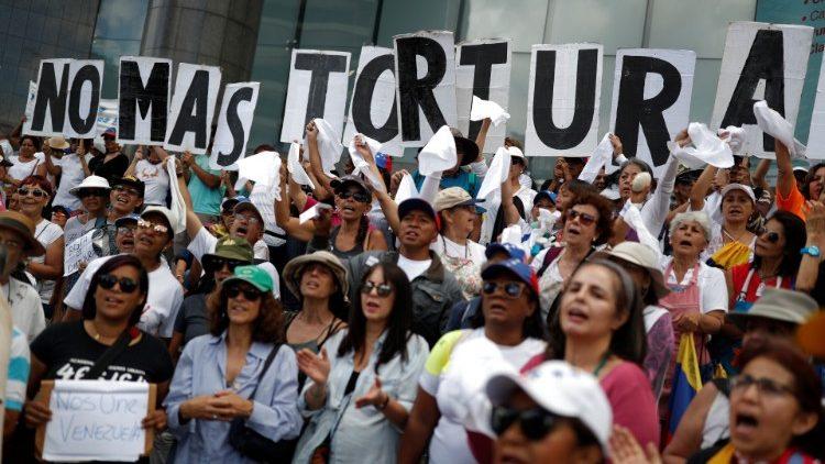 Venezuela : appel à un changement de cap . «Plus de tortures». Une manifestation à Caracas contre le gouvernement Maduro, le 5 juillet 2019.