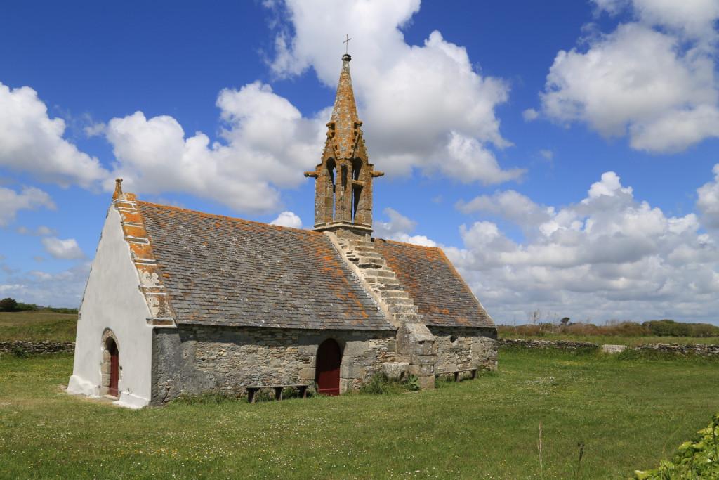 Le nouveau paysage religieux français : recul du catholicisme, croissance des non-affiliés et des minorités religieuses. Chapelle bretonne