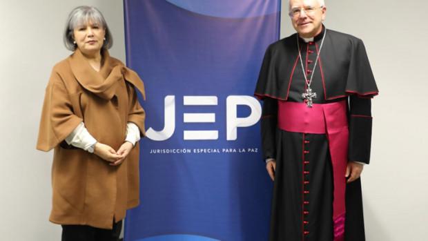 présidente de la Juridiction spéciale pour la paix, Patricia Linares, avec le nonce apostolique Mgr Luis Mariano Montemayor