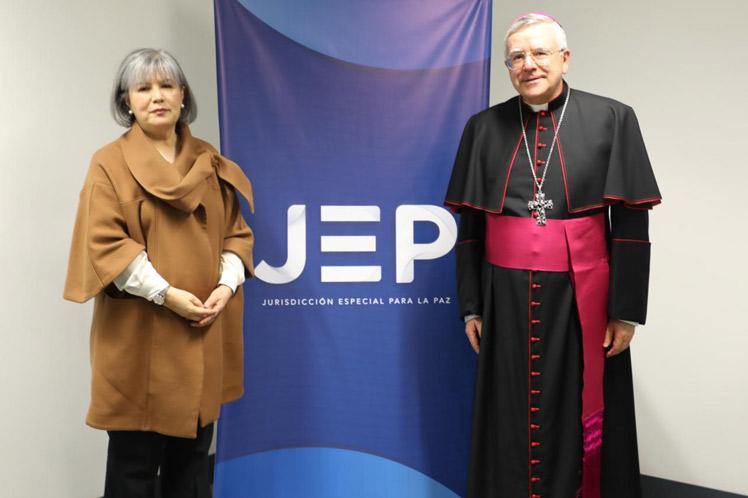 Colombie. La présidente de la Juridiction spéciale pour la paix, Patricia Linares, avec le nonce apostolique Mgr Luis Mariano Montemayor