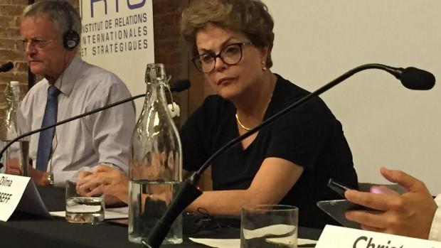 Dilma Roussef lors de sa conférence à l'IRIS