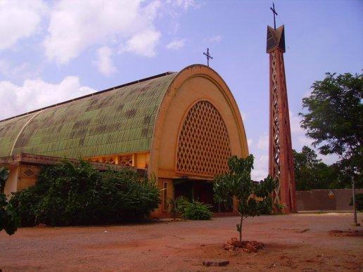 L' Église catholique dans le monde. Cathédrale de Bobo Dioulasso, au Burkina Fasso.