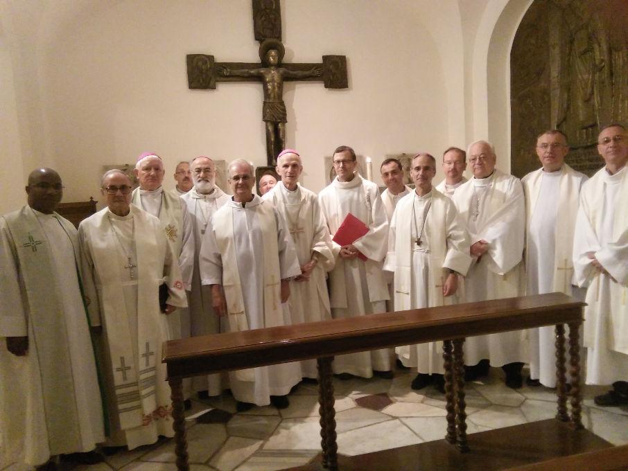 Évêques du nord de l'Afrique : œuvrer en faveur de la fraternité. Les évêques membres de la CERNA, devant la tombe de Saint Pierre, à Rome, en Septembre 2019.