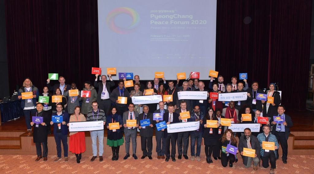 CSOs with Pickets at PPF 2020 (2). Corée du sud : La paix dans toutes les langues !