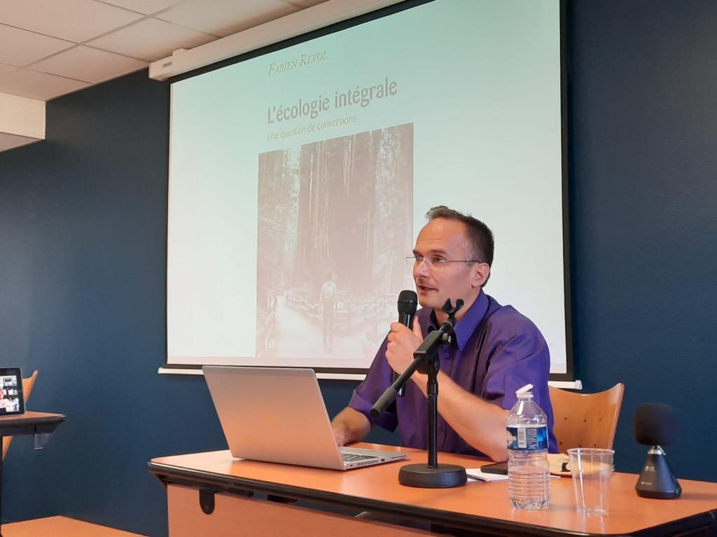 Université d'été 2020. Fabien Revol, théologien spécialiste de la théologie de la Création.
