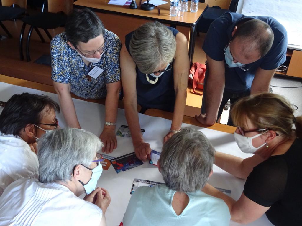 Université d'été 2020. Les participants d'un des ateliers en pleine réflexion !