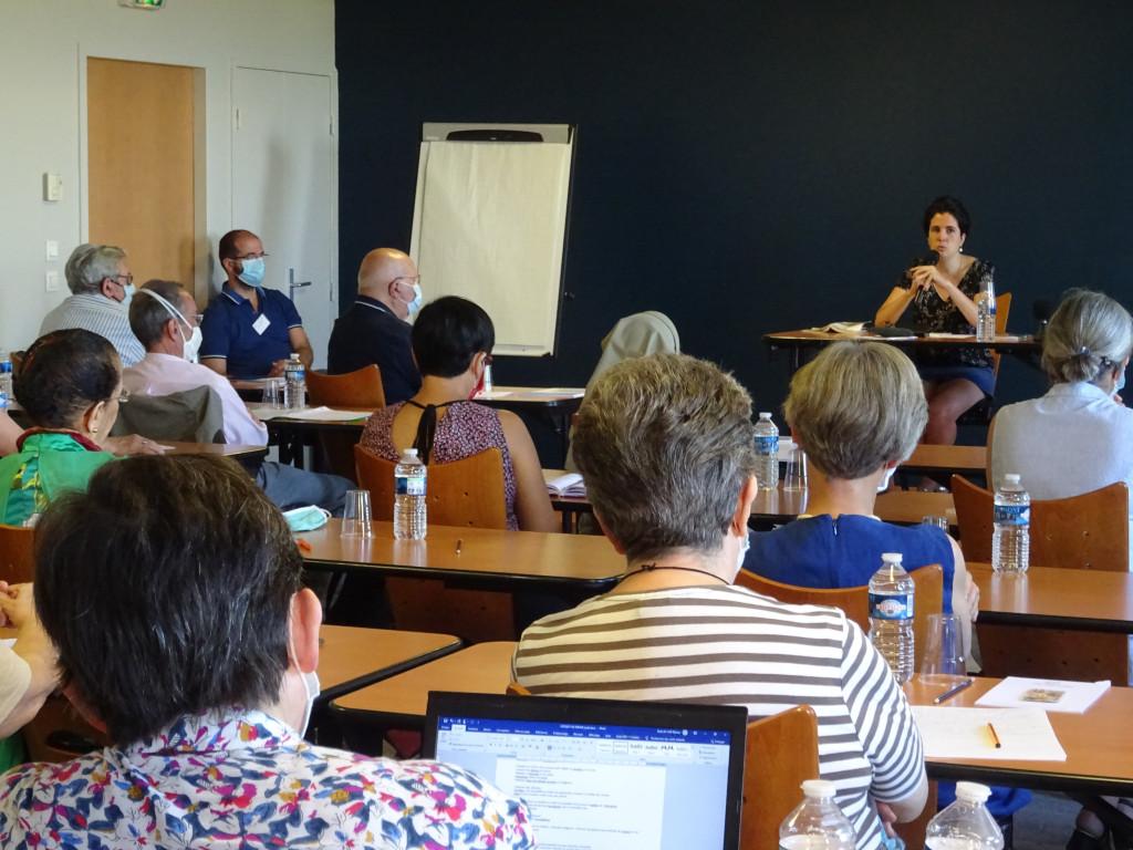 Université d'été 2020. Marie-Hélène Lafarge est écoutée attentivement par les participants !