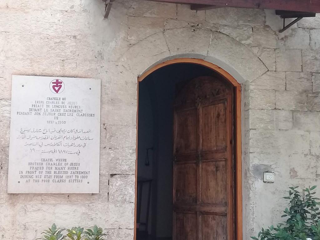 Entrée de la chapelle dans laquelle Charles de Foucauld priait pendant son séjour à Nazareth